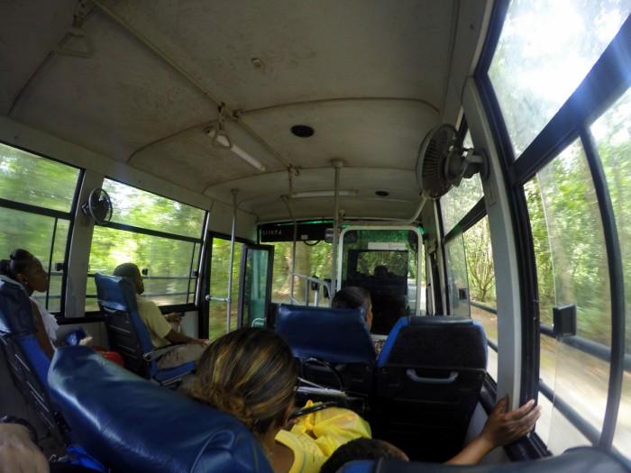 Seychely - Praslin - první jízda autobusem / foto: dovolenkářka