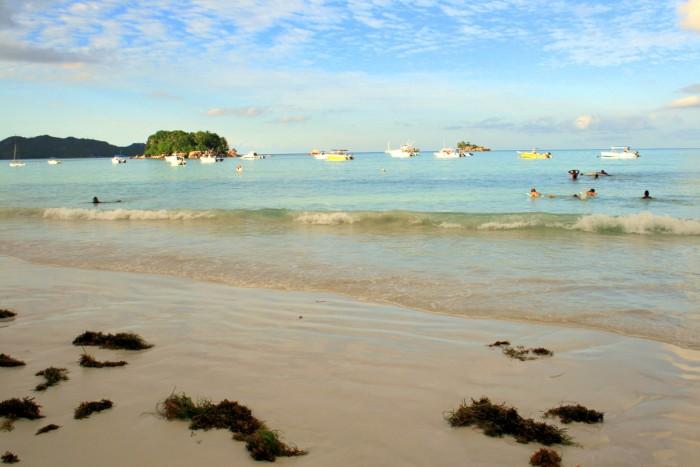 Seychely - Praslin - pláž Anse Volbert / foto: dovolenkářka